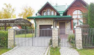 Дом 212м2 игостевой дом 120м2 впоселке «Поляны-1»